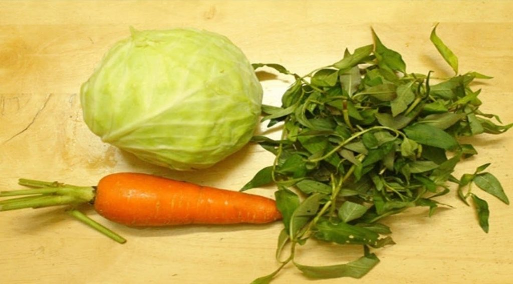 nguyên liệu làm dưa muối bắp cải rau cần