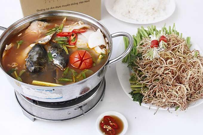 các bước nấu lẩu đầu cá hồi với măng chua