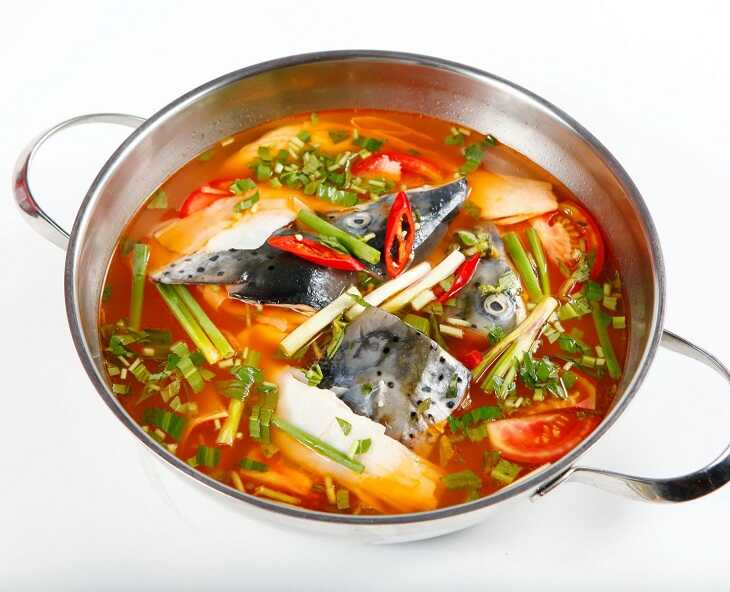 đầu cá hồi nấu măng chua